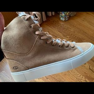 Ugg lace up shoe in chestnut